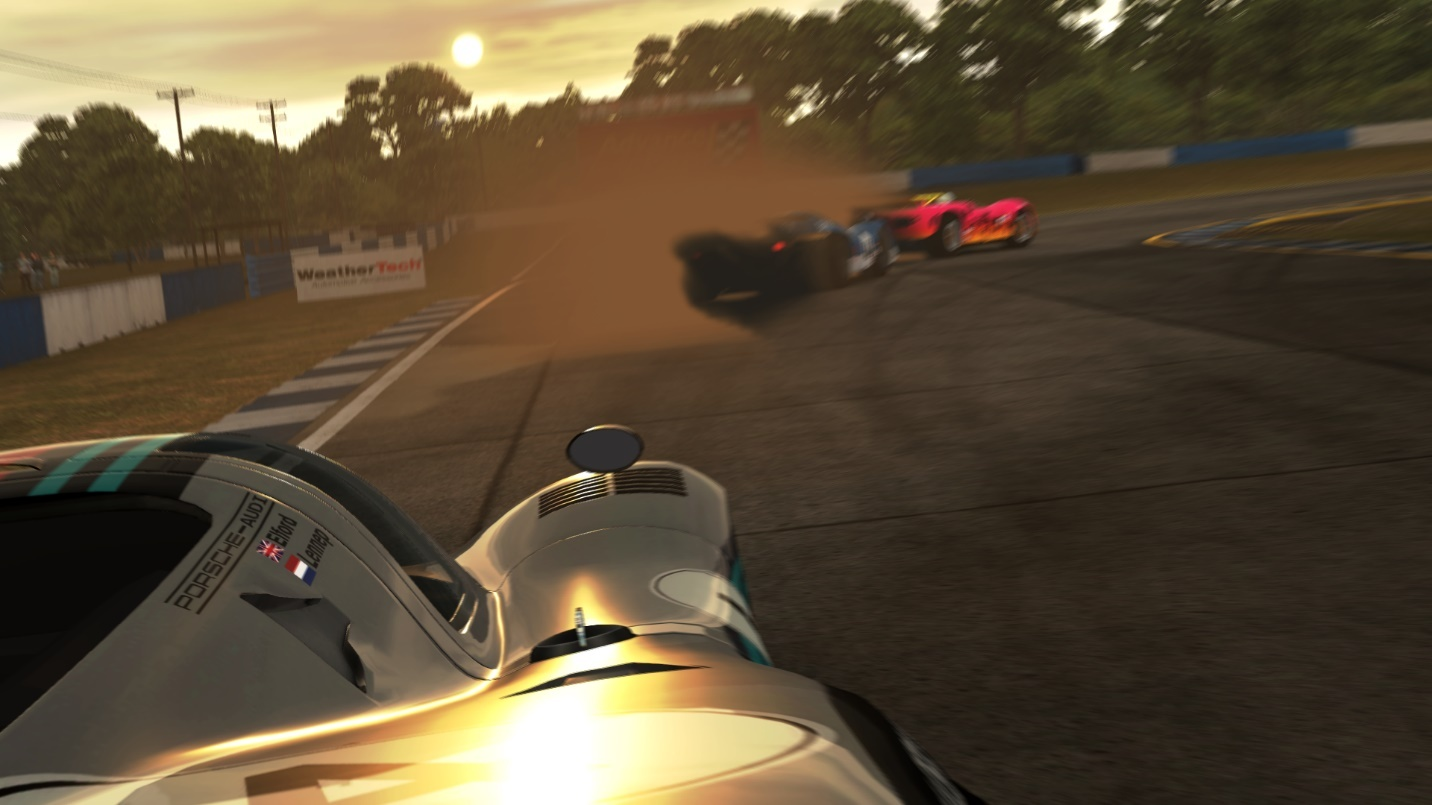 Ben Boorman (Porsche) attacking Ross Smith (Lola) in Purist.