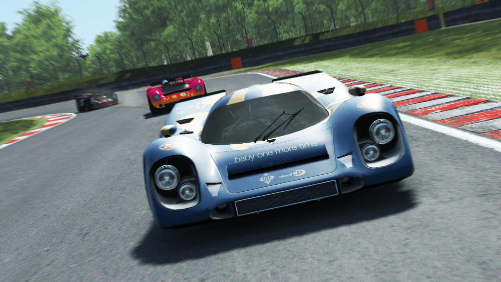 Colin Moore (Porsche) being hunted by Yassin Marzoug (Lola) behind.